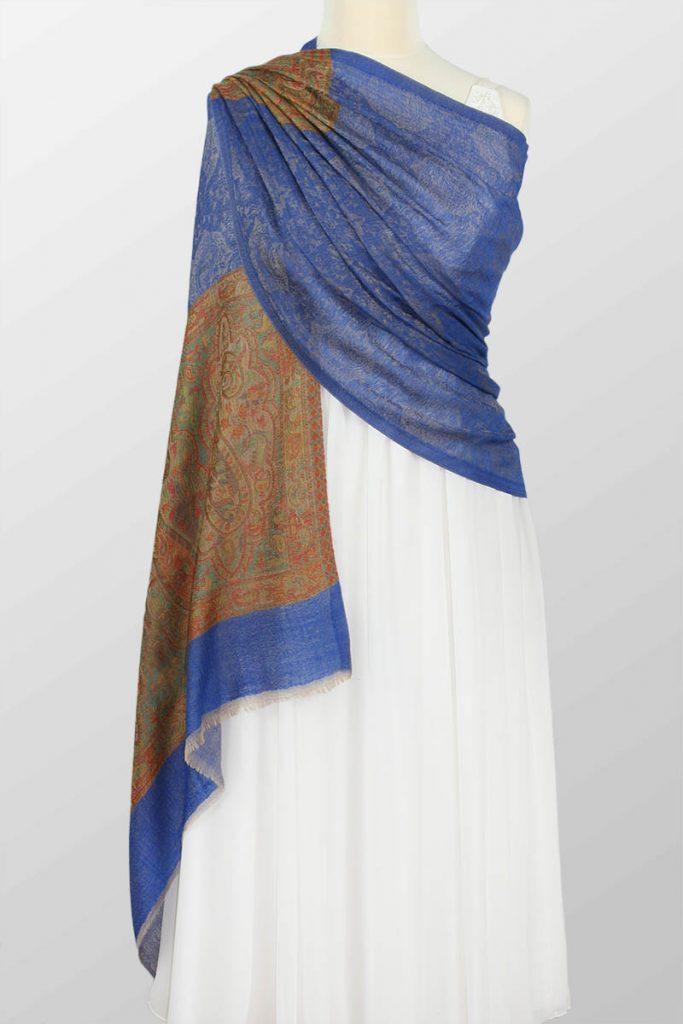 niebieski szal wieczorowy z wełny merino