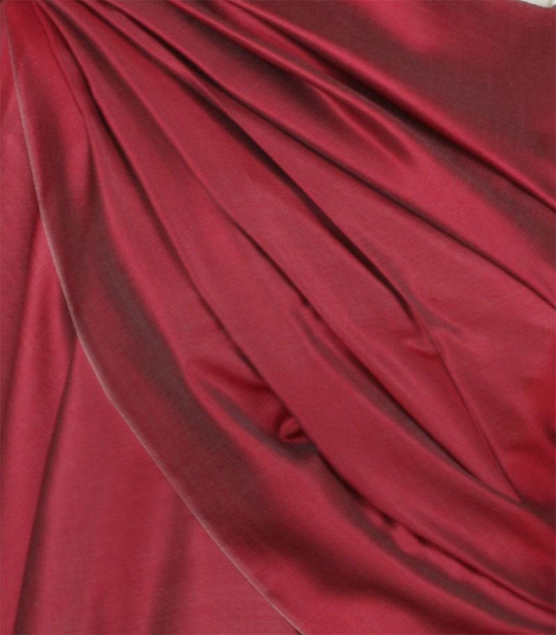 szal jedwabny ze wzorem jamawar w kolorze wisniowym