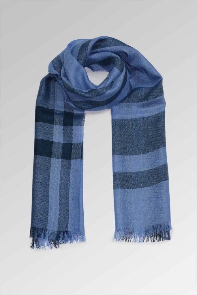 szal-welniany-alpaka-w-kolorze-niebieskim