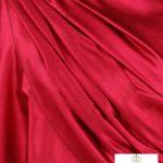 szal jedwabny w kolorze czerwonym