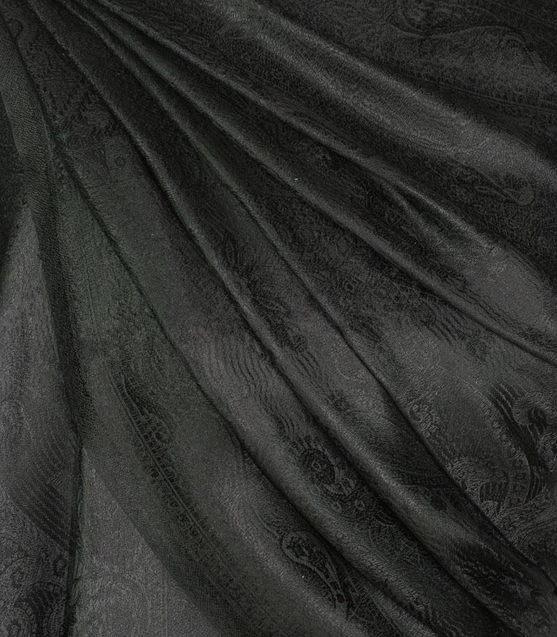 szal jedwabny w kolorze czarnym