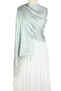 szal jedwabny ze wzorem jamawar w kolorze srebrnym