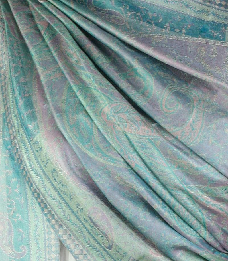 szal jedwabny ze wzorem jamawar w kolorze zielonym