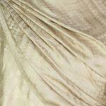 szal jedwabny w kolorze bezowym