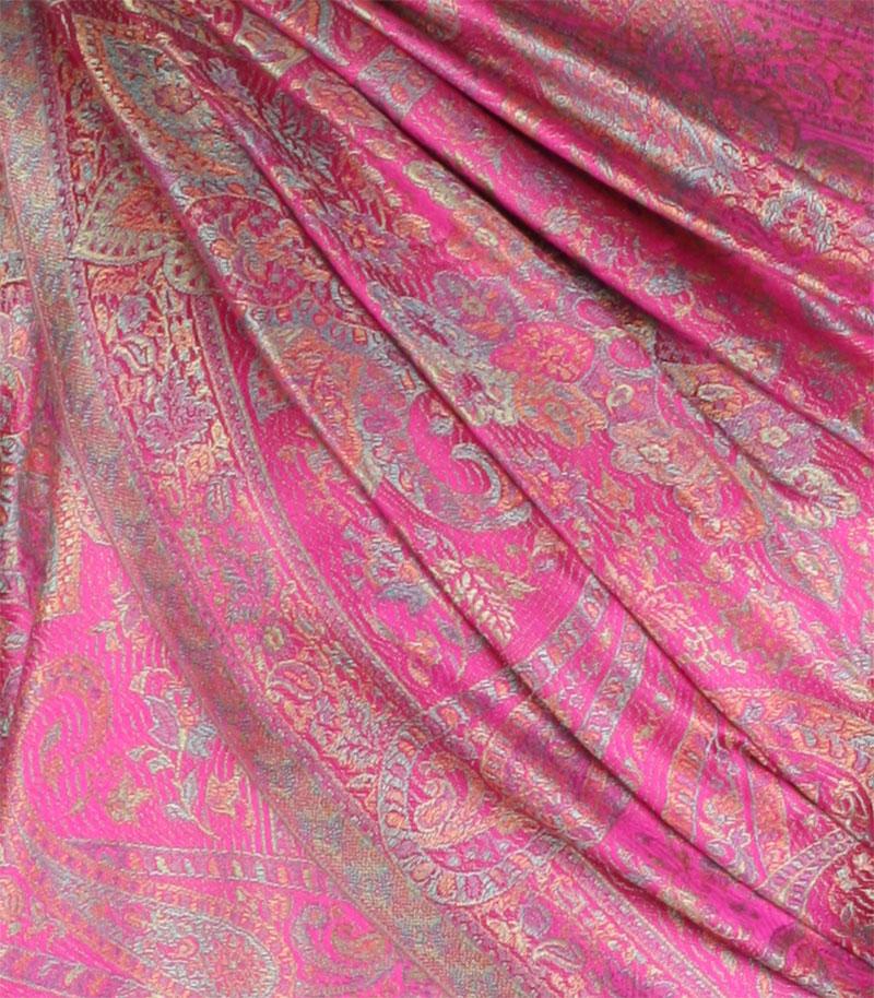 szal jedwabny ze wzorem jamawar w kolorze fuksji