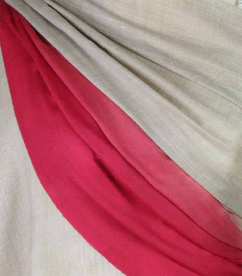 szal welniany w kolorze bezowy z welny merino