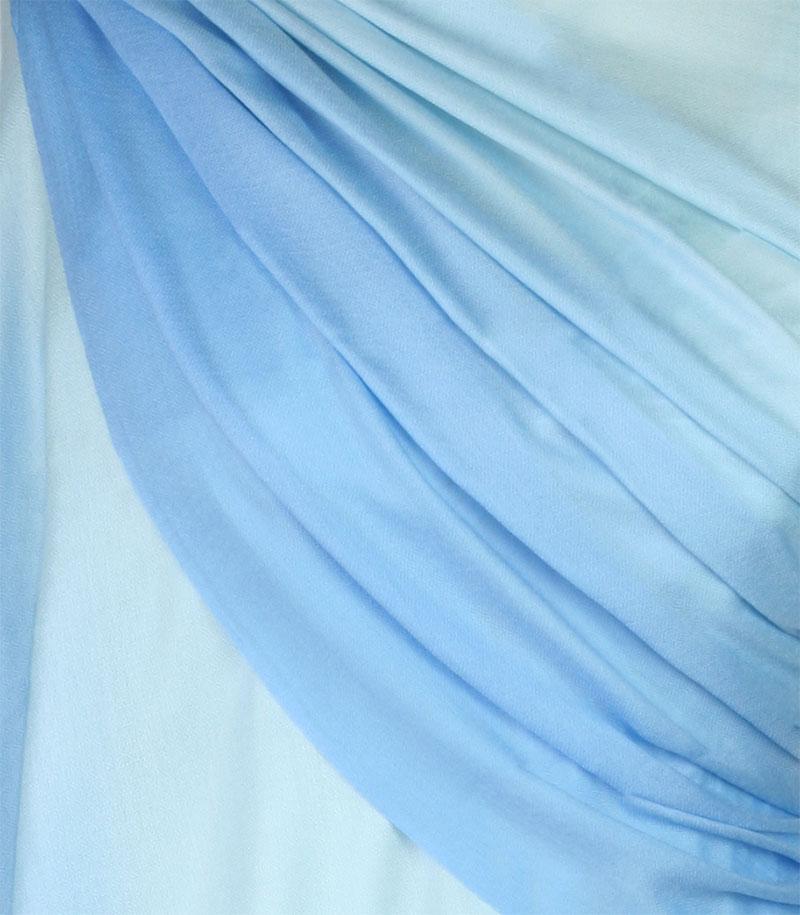 szal welniany w kolorze blekitnym z welny merino