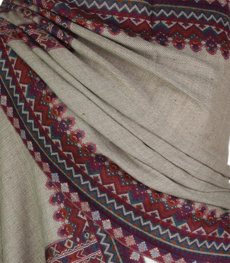 szal welniany w kolorze bezowym z welny merino KuLLU
