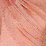 szal welniany w kolorze lososiowym z welny merino