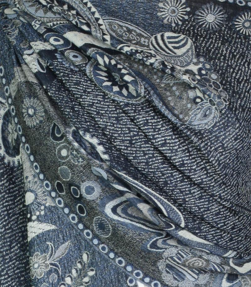 szal welniany w kolorze niebieskim z welny merino