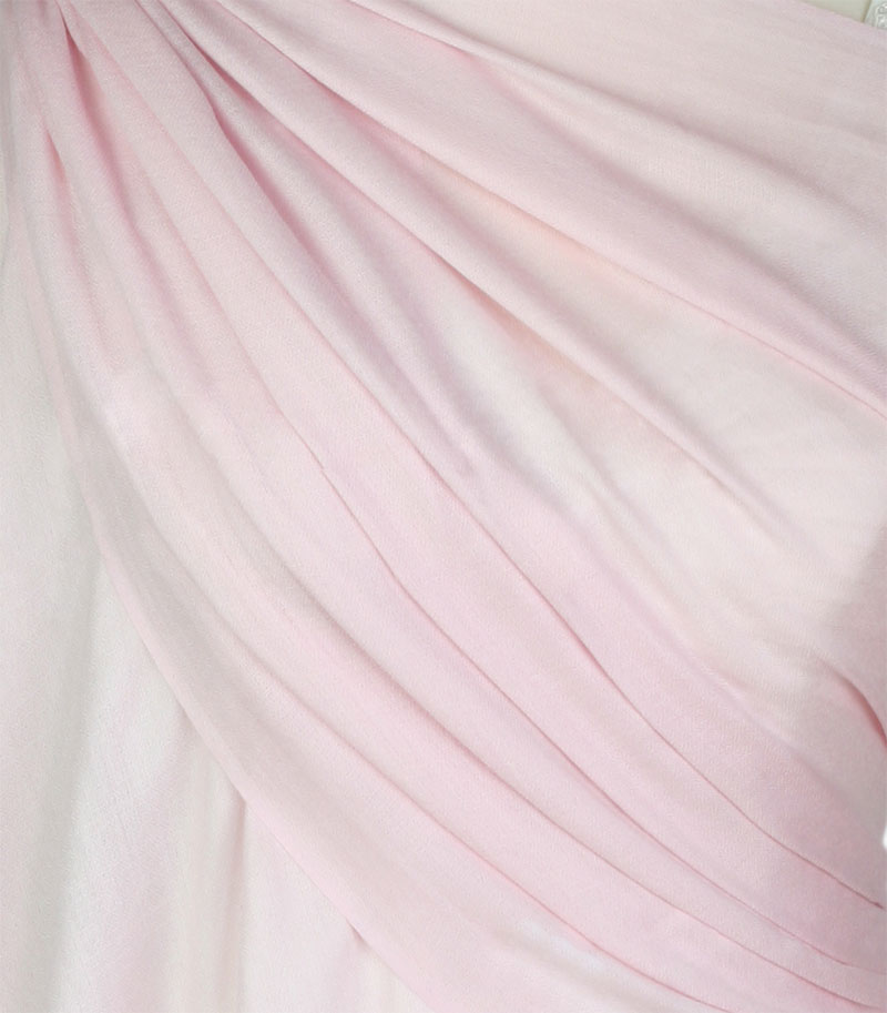szal welniany w kolorze pudrowego rozu z welny merino