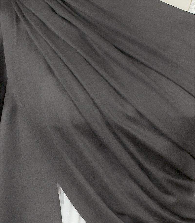 szal welniany w kolorze stalowym z welny merino