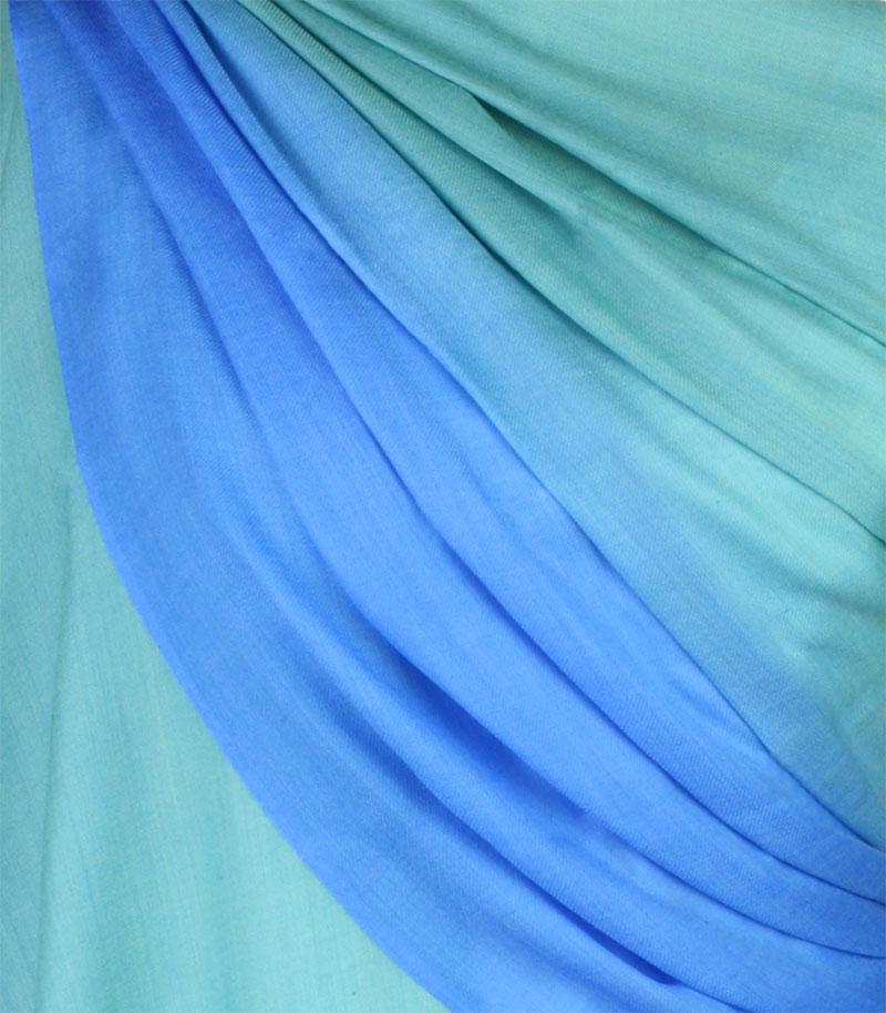 szal welniany w kolorze morski z welny merino