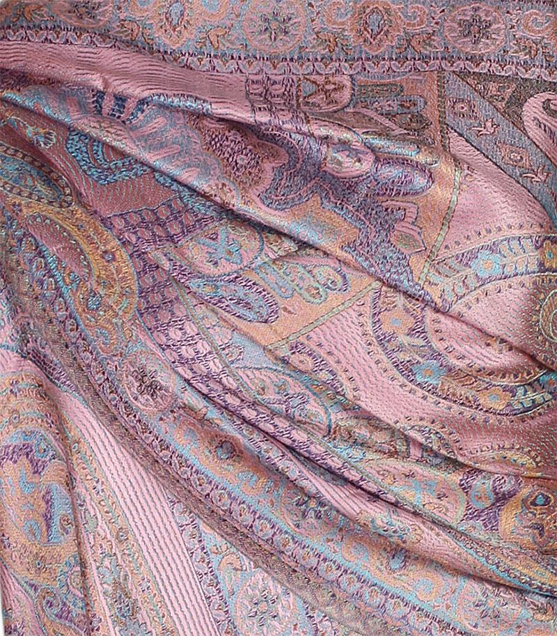 szal jedwabny ze wzorem jamawar w kolorze rozowym