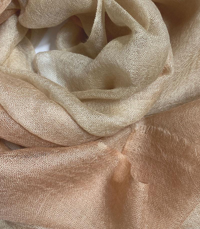 szal kaszmirowy cieniowany w kolorze piaski sahary