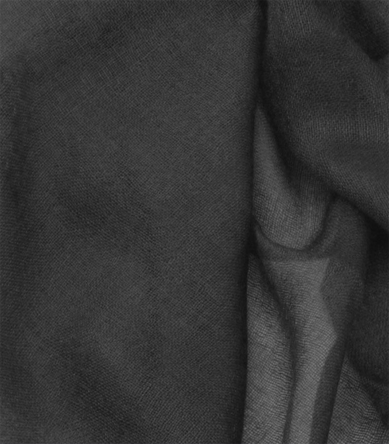 szal-kaszmirowy-w-kolorze-czarnym