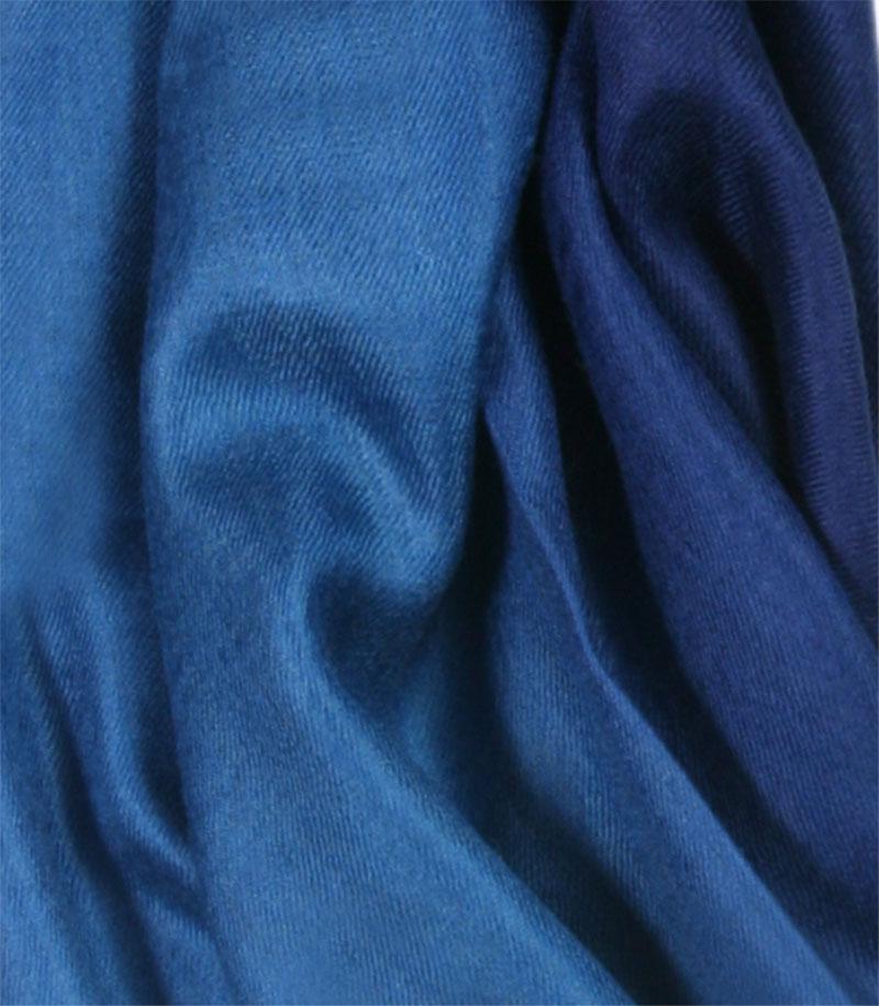 szal-kaszmirowy-w-kolorze-niebieskim