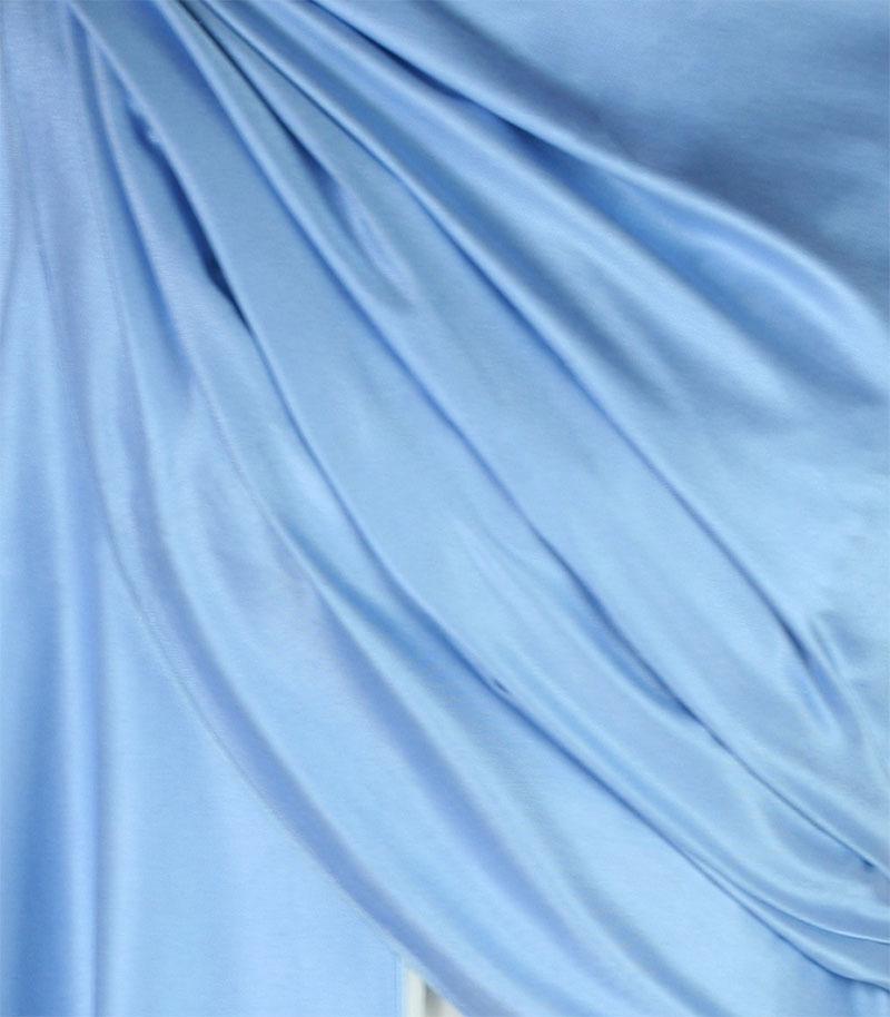 szal-jedwabny-w-kolorze-blekitnym