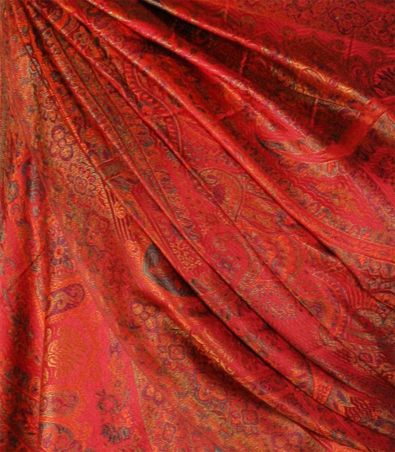szal-jedwabny-w-kolorze-czerwony
