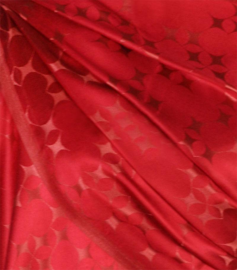 szalik-jedwabny-w-kolorze-czerwonym
