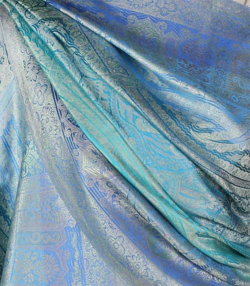 szal-jedwabny-w-kolorze-niebieskim