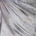 szalik-jedwabny-w-kolorze-szarym
