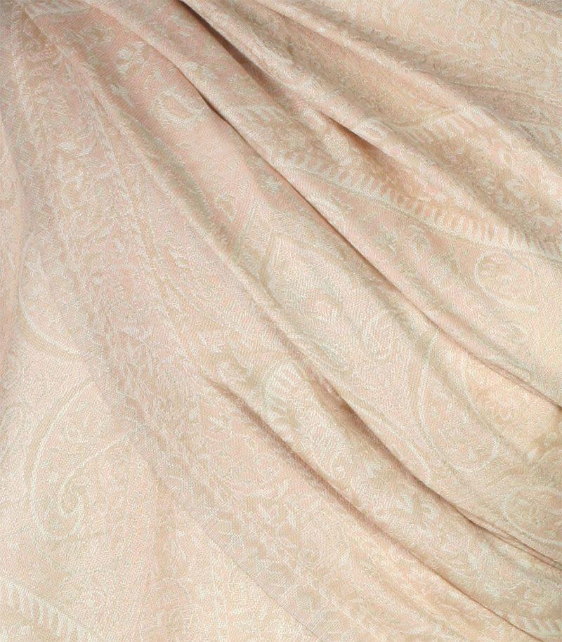 szal-welniany-w-kolorze-lososiowym