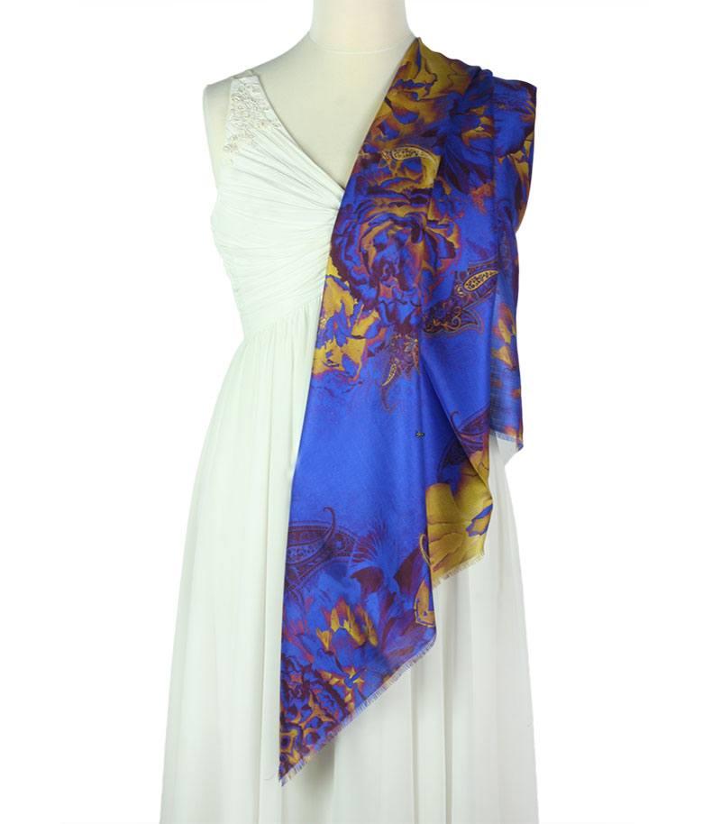 apaszka-jedwabna-w-kolorze-niebieskim